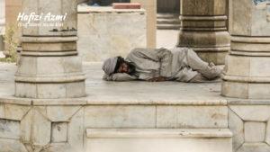 Hukum tidur di masjid